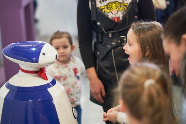 Вас ждут игры в дополненной реальности, увлекательные мастер-классы, очаровательные роботы и многое другое, все это понравится не только детям, но и взрослым!