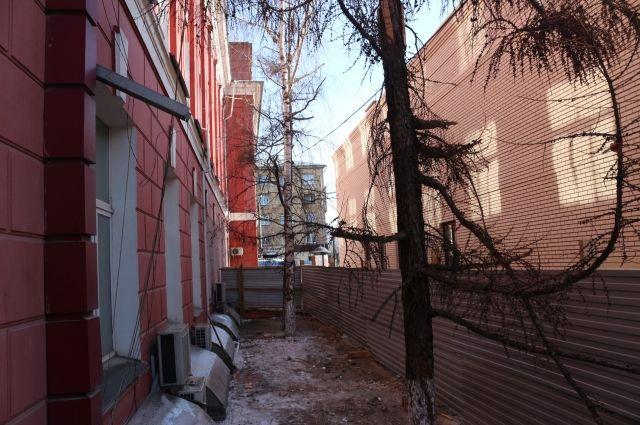 Суд продолжает рассмотрение исков прокуратуры к владельцу здания и городской администрации.