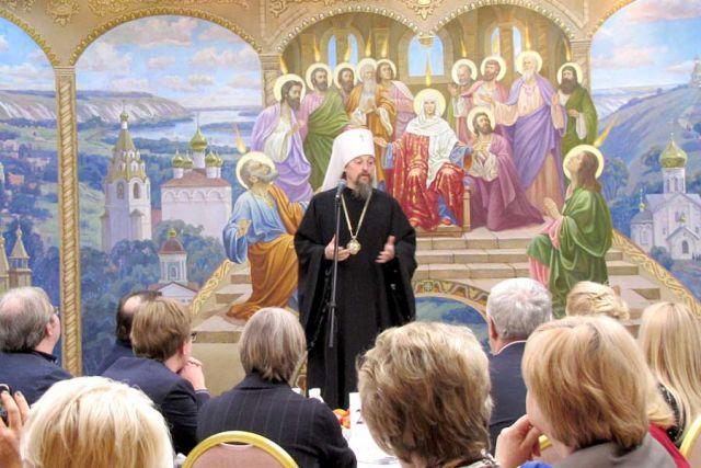 Владыка Иоанн приветствует гостей творческой встречи.