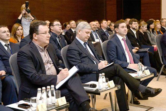 На стратегической сессии собрались люди, принимающие ключевые решения в политике и экономике области.