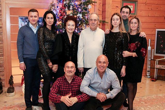 Семья Шаймиевых, Айрат и Радик внизу.