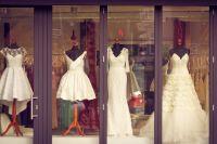 В Салехарде мошенница, обещая купить свадебное платье, украла деньги