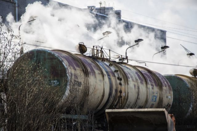 Нефтяников попросили поставлять топливо в районы Хабаровского края.