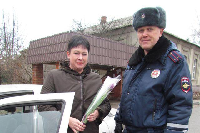 Раньше инспекторы просто дарили цветы, теперь дарят сервис.