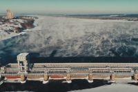 Сегодня ГЭС работает в соответствии с утвержденным Верхне-Обским БВУ графиком сработки Новосибирского водохранилища.