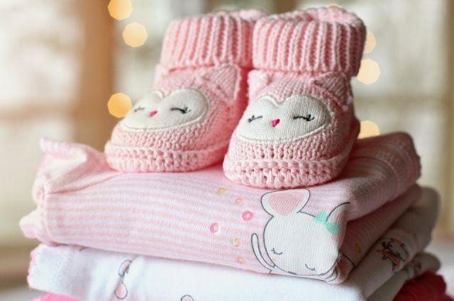 В подарок войдут постельное бельё, одеялко, пелёнки.