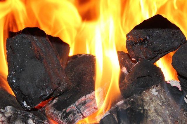 В Тюмени горел автомобиль