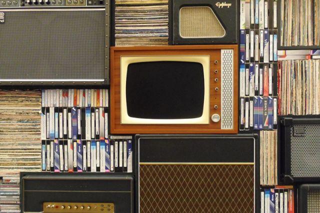 Сколько времени пожилым можно смотреть телевизор?