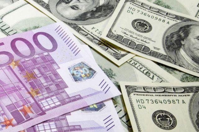 Курс валют на сегодня: 8 марта доллар и евро продолжают дешеветь