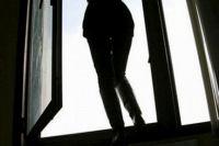 Во Львове из окна выпала студентка, девушка в реанимации: названа причина