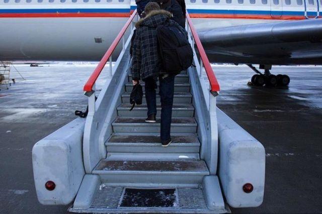 Как сообщают в соцсетях очевидцы, самолету помешал сильный боковой ветер