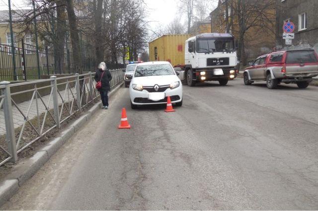 Ребёнок перебегал дорогу не по пешеходному переходу.