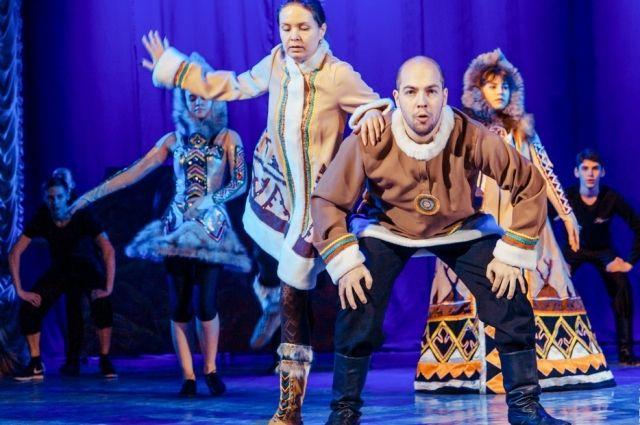 «Красноярье - сокровищница веков» - музыкальный спектакль об истории освоения Енисея, о сибирских кочевниках и большой любви.