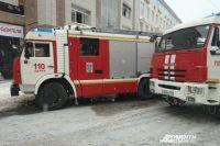В Оренбурге 27 человек тушили здание на проспекте Братьев Коростелевых