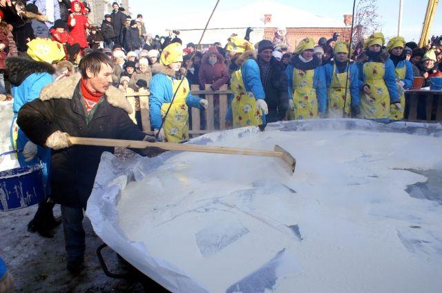 Самые большие блины в России выпекают в Ялуторовске