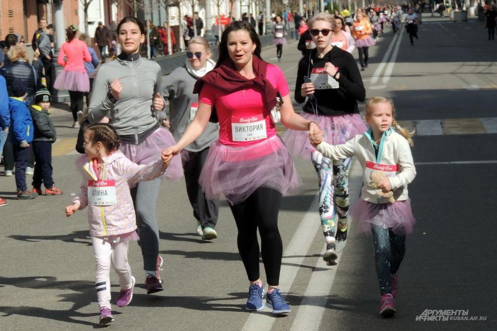 Эта женщина бежала с дочерьми.