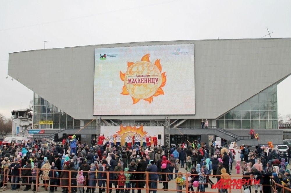 На площади у ДС «Труд» собрались тысячи иркутян и гостей города, чтобы отметить «Широкую Масленицу».