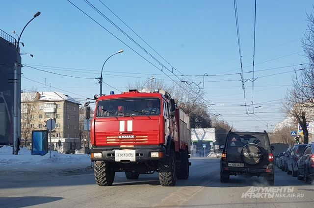 Площадь Ленина в дыму: в продуктовом магазине «Сотый» случился пожар