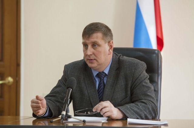 Бывшего чиновника обвиняют в получении взятки в размере 280 000 рублей.
