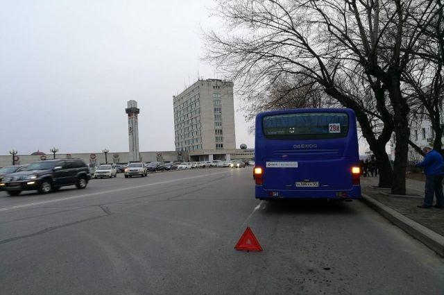 Хабаровчанка попала в больницу с травмой груди после поездки в автобусе.
