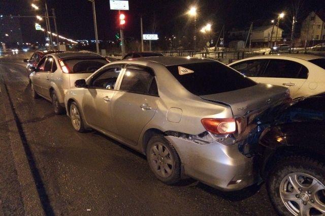 В Тюмени на Лесобазе произошло массовое ДТП: столкнулись четыре автомобиля