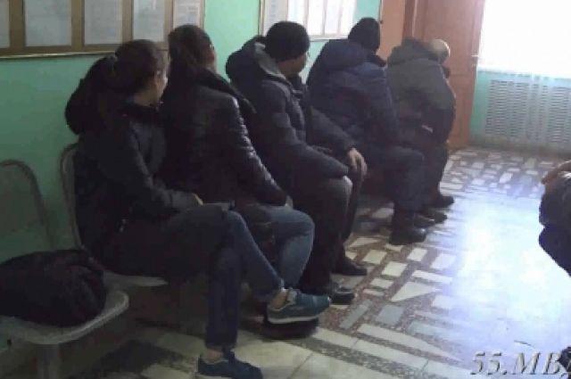 ОМОН ловил нелегалов в «Торговом городе» на Левобережье Омска