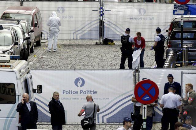 полиция на месте стрельбы возле Еврейского музея в Брюсселе в 2014 году