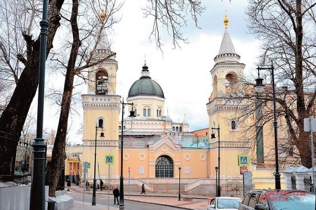 Прообразом купола главного собора Ивановского монастыря волею архитектора Михаила Быковского стал купол флорентийской Санта-Мария-дель-Фьоре.