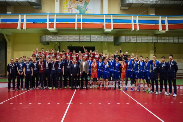 Новоуренгойский «Факел» стал серебряным призером Молодежной лиги