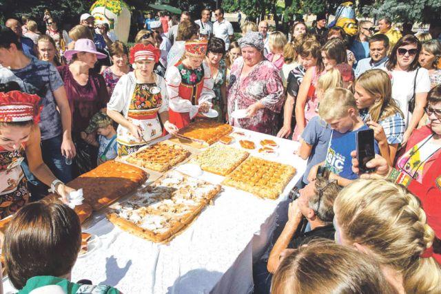 «Фруктовый вернисаж» стал визитной карточкой Петровского района.
