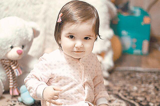 Ещё немного времени– иу девочки сэтого старого фото отрастут косички. Ещё чуть-чуть везения её родителям – иДиана сможет ходить.