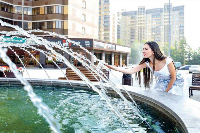 Любимое место встреч и отдыха жителей – площадь событий с фонтаном.