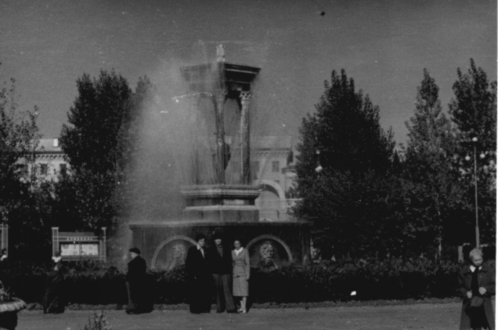 А вот фонтан в парке «Орлёнок» остался таким же.