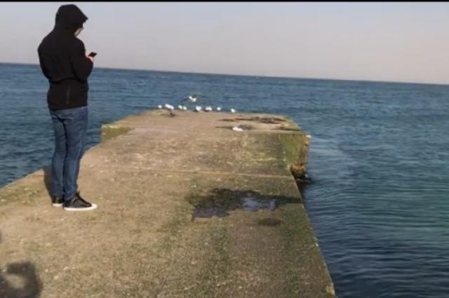 В Одессе сдуло в море коляску с ребенком: подробности происшествия