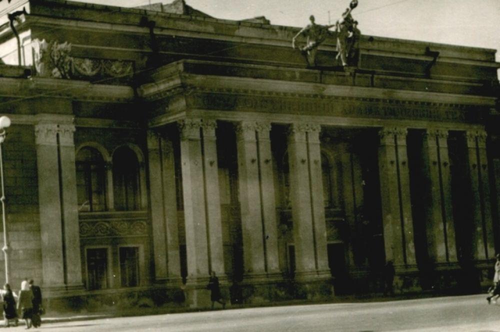 До реконструкции театр драмы им. Кольцова был не менее красив.