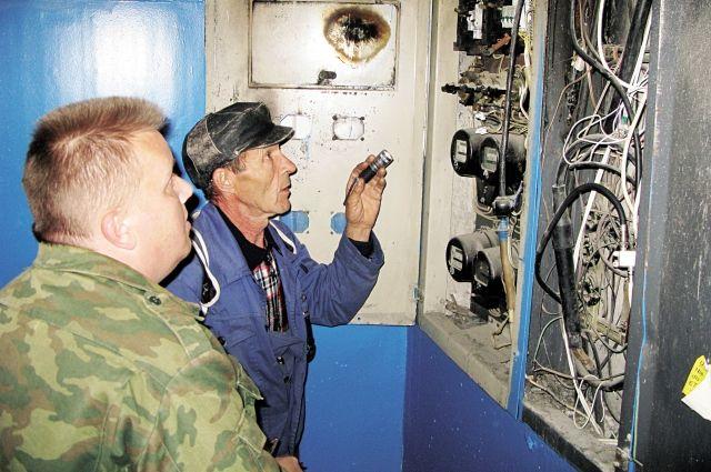 В Омске жители дома потушили горящий счетчик до приезда спасателей