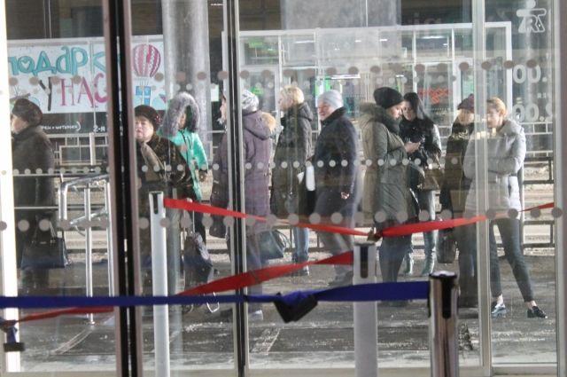 После проверок остановили работу семи объектов с массовым пребыванием людей.