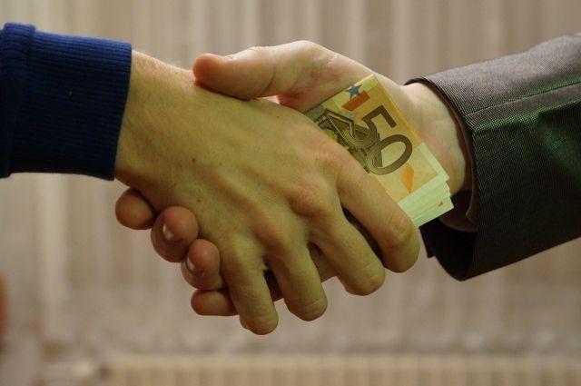 В Омске сотрудник ДПС получил реальный срок за взятку в 50 тысяч рублей