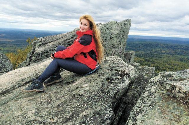 Татьяна Лоос много путешествует по родному краю. Вместе с коллегами она побывала на горе Полюд в Красновишерском районе.