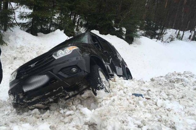 ДТП с участием внедорожника произошло 12 марта на сороковом километре автодороги г. Ижевск – п. Ува.