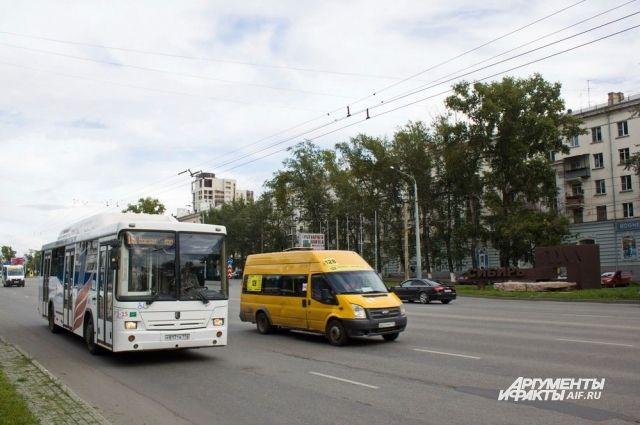 Маршрутки уже давно вытеснили муниципальный общественный транспорт.