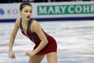 В этой обстановке огромная ответственность ложится на 16-летнюю Софью Самодурову.