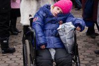 Право на получение выплаты имеет один родитель (усыновитель) или опекун (попечитель), который ухаживает за больным ребёнком.