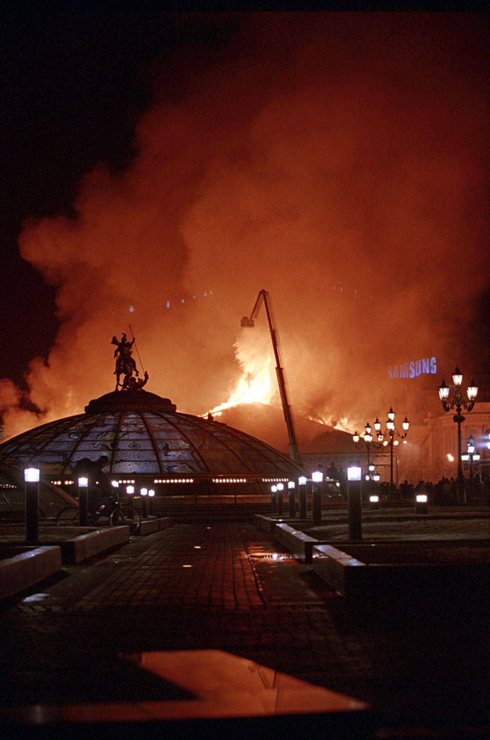 Мэр Москвы Юрий Лужков, также прибывший на место происшествия, заявил журналистам, что версия поджога исключается.