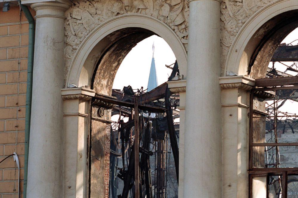 Здание Манежа после ликвидации пожара.