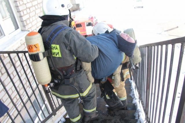 В Озёрском районе пожарные провели учения по спасению из школы
