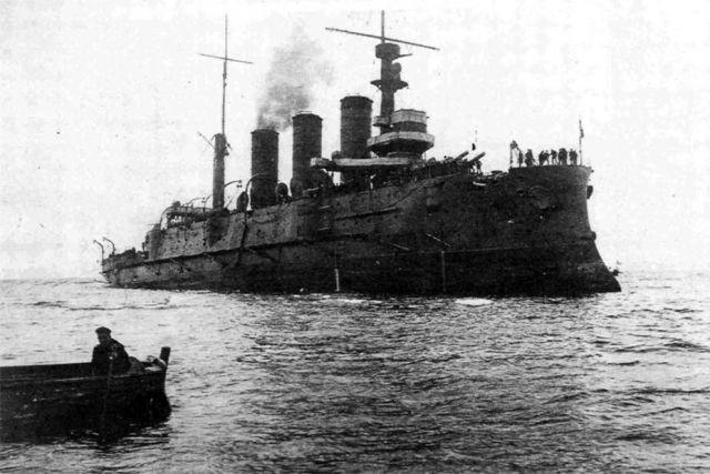 Крейсер «Рюрик» идёт к месту боевых действий из Владивостока.