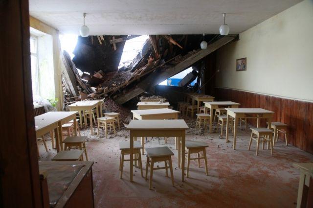 В Урмарском районе обрушилось здание школы