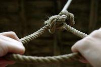 В Черниговской области повесилась несовершеннолетняя девушка