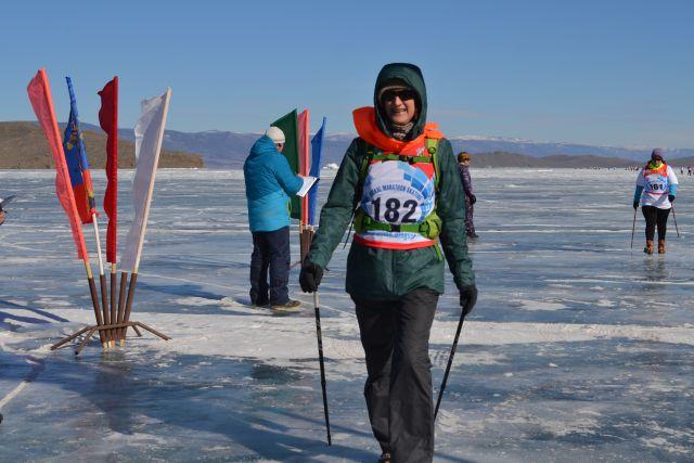 Предприниматели решили по максимуму заработать на популярности Байкала и переносят на лёд любое действо.